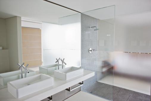 Bathroom「Sinks and shower in bathroom of modern home」:スマホ壁紙(16)