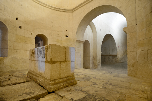 Benedictine「Saint Benedict Crypt and Rotunda (c12th) Montmajour Abbey Arles」:スマホ壁紙(15)