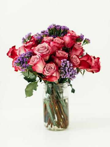 Multi Colored「Jar with bouquet of red roses」:スマホ壁紙(10)