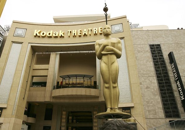 Construction Equipment「Oscar Statues Moved Into Their Homes At The Kodak Theater」:写真・画像(9)[壁紙.com]