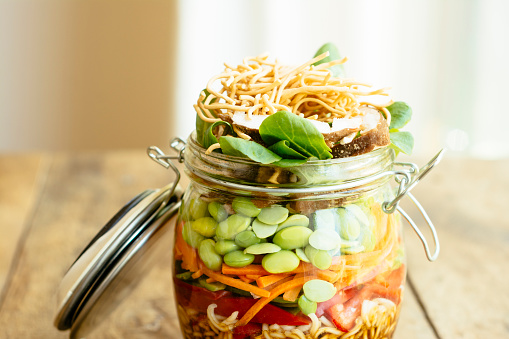 Soy Sauce「Asian salad in a jar with ramen noodles, red pepper, snow pea pods, carrots, edamame, shiitake mushrooms, salad greens, fried chow mien noodles and dressing」:スマホ壁紙(11)