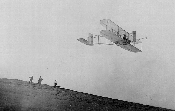 History「Orville Wright conducts gliding experiments...」:写真・画像(9)[壁紙.com]