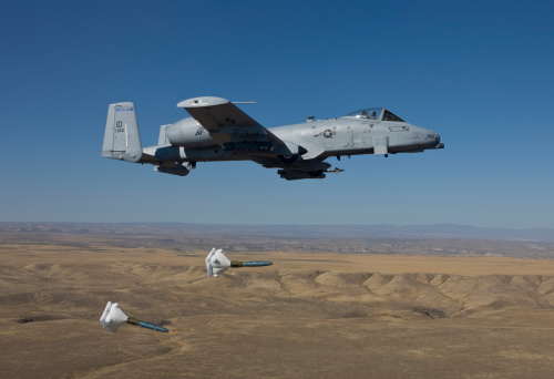Air Attack「An A-10C Thunderbolt from the 190th Fighter Squadron releases two High Drag BDU-50's during a training mission out of Boise, Idaho.」:スマホ壁紙(18)