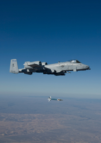 Air Attack「An A-10C Thunderbolt from the 190th Fighter Squadron releases a GBU-12 Laser Guided Bombs during a training mission out of Boise, Idaho.」:スマホ壁紙(9)