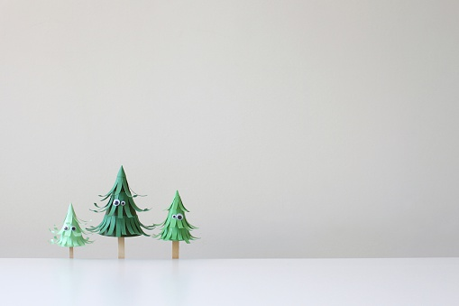 Christmas「Three paper craft trees with eyes」:スマホ壁紙(2)