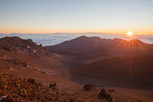Haleakala National Park「Crater of the Haleakala at the Haleakala National Park at sunrise, Maui, Hawaii」:スマホ壁紙(12)
