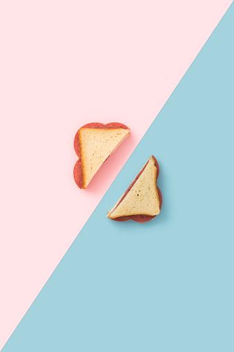Color Block「Sandwich on blue and pink background」:スマホ壁紙(7)