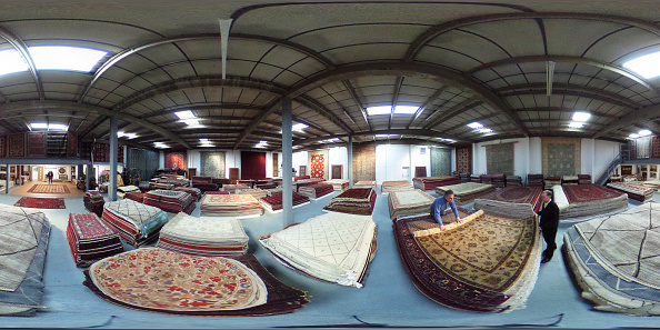 Finance and Economy「Oriental Rug Specialist Displays Hand Knotted Carpets」:写真・画像(11)[壁紙.com]