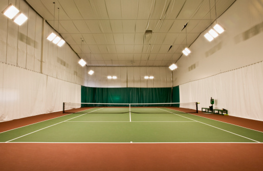 テニス「Empty indoor tennis court」:スマホ壁紙(0)