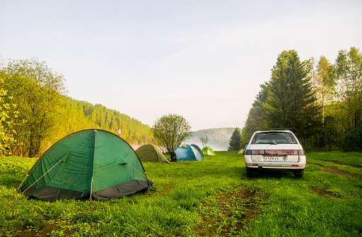 Motor Vehicle「Car and tents at campsite in field」:スマホ壁紙(18)