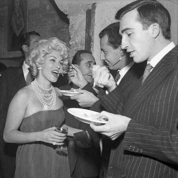 Party - Social Event「Actress Linda Christian with Lello Bersani, Antonio Gerini and Mario Ruspoli at the restaurant 'Rugantino' during a dinner party, Rome 1958」:写真・画像(14)[壁紙.com]