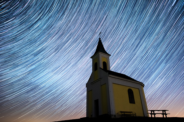 April Lyrids「Lyrids Meteor Shower Over Austria」:写真・画像(1)[壁紙.com]