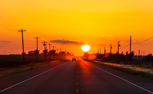 Driving「Pickup truck at sunset on West Texas country road」:スマホ壁紙(14)