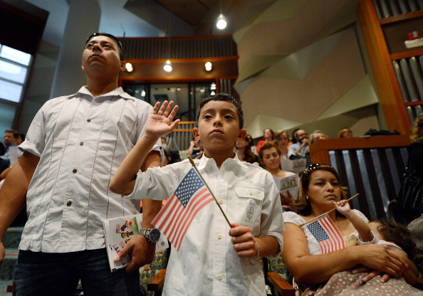 Citizenship「50 Los Angeles-Area Children Sworn In As U.S. Citizens」:写真・画像(12)[壁紙.com]