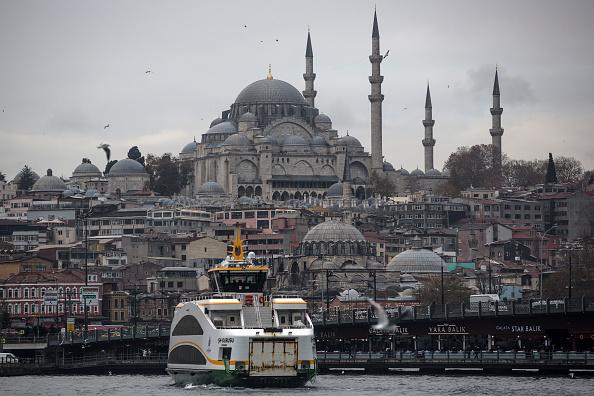 Istanbul「Commuting On The Bosphorus Where East Meets West」:写真・画像(0)[壁紙.com]