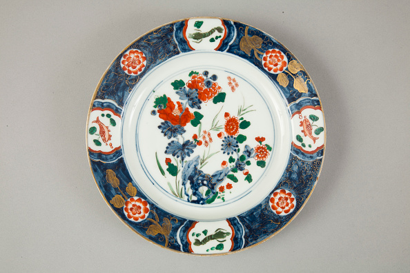 Plate「European copy of Chinese Imari plate, 20th century」:写真・画像(11)[壁紙.com]