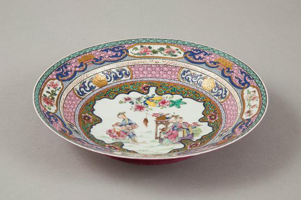Crockery「European copy of Ruby-backed eggshell famille-rose seven bordered dish, 20th century.  Artist: Unknown.」:写真・画像(0)[壁紙.com]