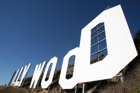 star sky「Hollywood Sign Repainting Project Completed With LA Mayor Antonio Villaraigosa」:写真・画像(16)[壁紙.com]