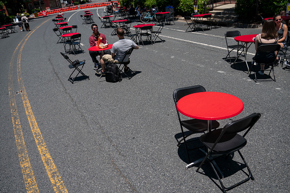 Outdoors「Streets Closed To Provide Space For Outdoor Dining In Bethesda During Pandemic」:写真・画像(9)[壁紙.com]