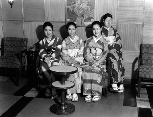 Charles Phelps Cushing「Women in kimonos」:写真・画像(14)[壁紙.com]