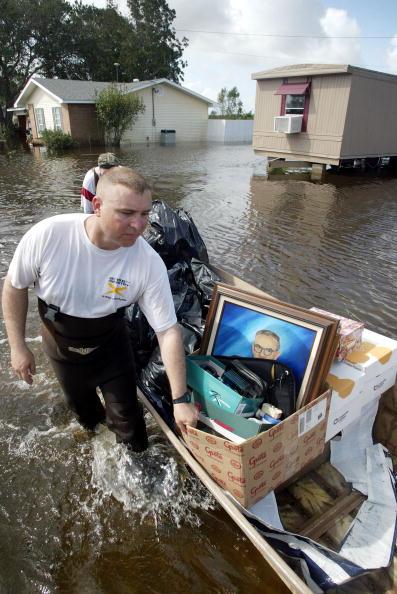 Belongings「Residents of Louisiana Recover from Hurricane Rita」:写真・画像(18)[壁紙.com]