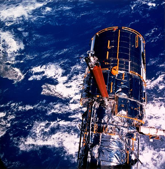 Hubble Space Telescope「Hubble Space Telescope above the Earth.」:写真・画像(3)[壁紙.com]