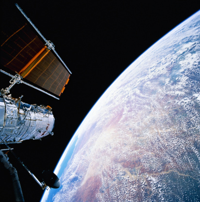 Hubble Space Telescope「Hubble Space Telescope above earth」:スマホ壁紙(8)