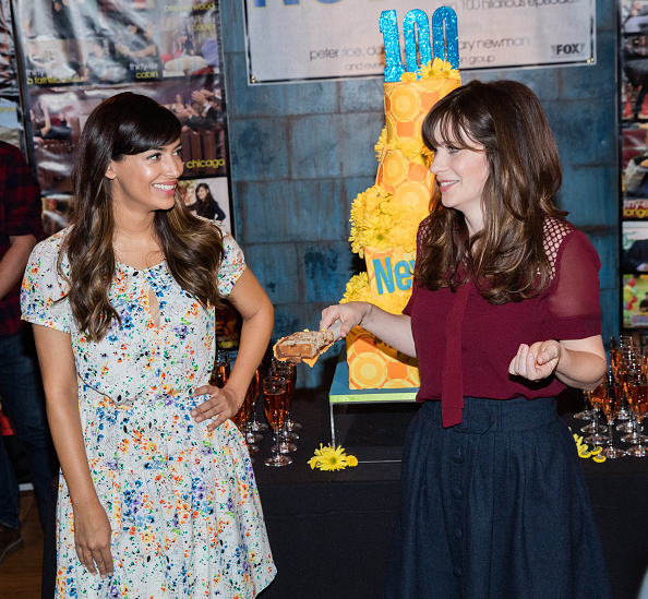 "Hannah Simone「FOX's ""New Girl"" 100th Episode Cake-Cutting」:写真・画像(10)[壁紙.com]"