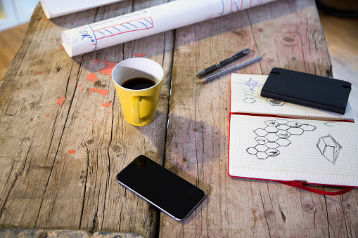 Pen「Notebook, smartphone and coffee cup in modern informal office」:スマホ壁紙(2)
