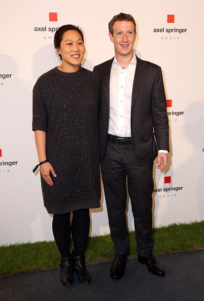 Full Length「Mark Zuckerberg Awarded With Axel Springer Award In Berlin」:写真・画像(4)[壁紙.com]