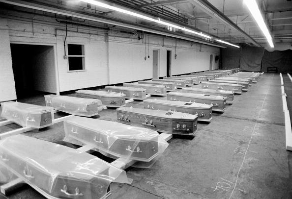 Tom Stoddart Archive「Gravediggers' Strike」:写真・画像(1)[壁紙.com]