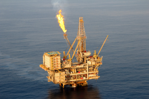 Flare Stack「Lone oil rig in middle of sea 」:スマホ壁紙(14)