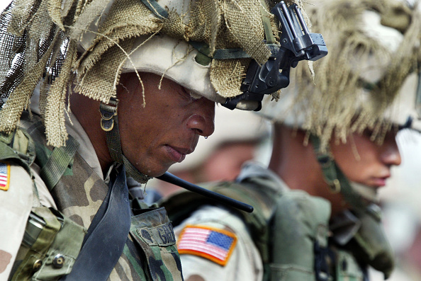 Joe Raedle「Memorial Service For U.S. Army Soldiers In Tikrit」:写真・画像(18)[壁紙.com]