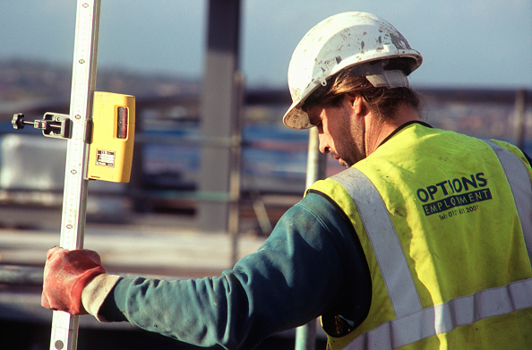 Hardhat「Using a scale stick with a GPS for setting out」:写真・画像(4)[壁紙.com]