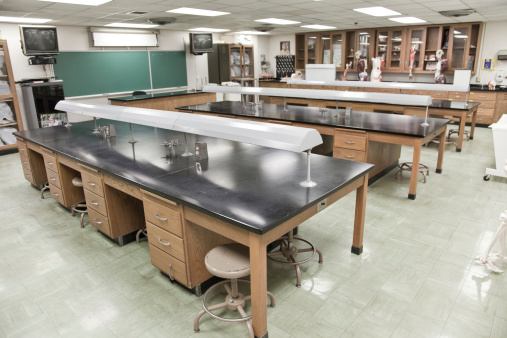 Classroom「Empty science classrooms with clean tables」:スマホ壁紙(5)