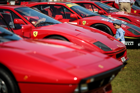 In A Row「Classic Cars Meet Hypercars And Supercars At Blenheim Palace」:写真・画像(13)[壁紙.com]