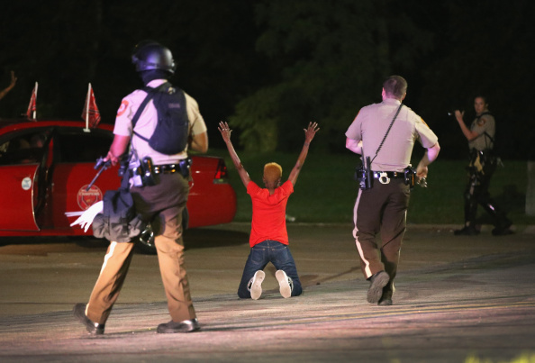 Missouri「Outrage In Missouri Town After Police Shooting Of 18-Yr-Old Man」:写真・画像(10)[壁紙.com]