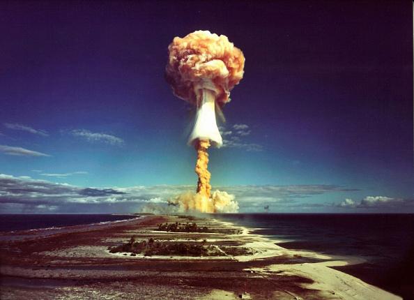 Exploding「Nuclear Test - France」:写真・画像(2)[壁紙.com]