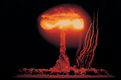 Explosive「Mushroom cloud rising from nuclear explosion」:スマホ壁紙(13)