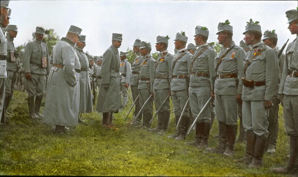 Austria「First World War: Emperor Karl I. visiting Austrian soldiers. Hand-colored lantern slide. Around 1917」:写真・画像(18)[壁紙.com]