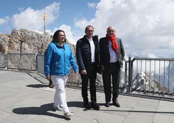 Garmisch-Partenkirchen「SPD And CDU/CSU Bundestag Factions Meet On Zugspitze Mountain」:写真・画像(8)[壁紙.com]