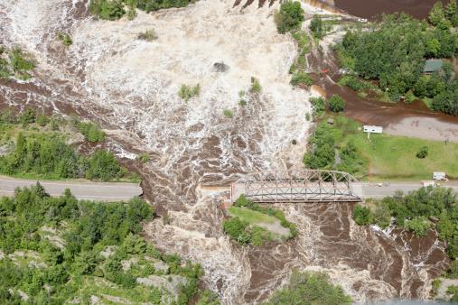 Landslide「Road Washed Out from Storm Flooding」:スマホ壁紙(10)