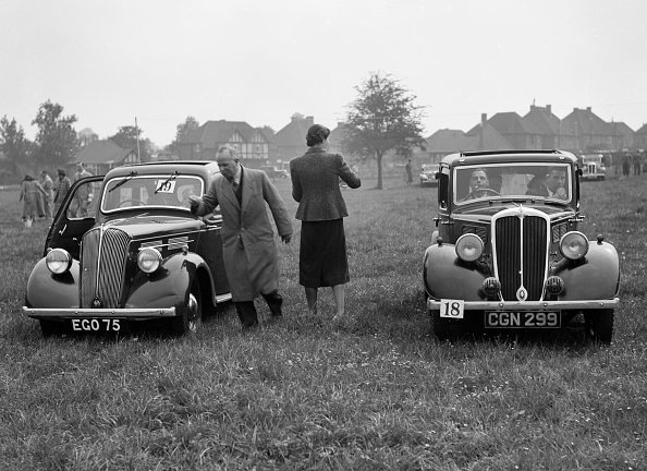 Grass「Standard Flying Ten and Standard Ten at the Standard Car Owners Club Gymkhana, 8 May 1938」:写真・画像(11)[壁紙.com]