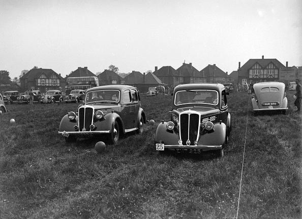 Grass Family「Standard Flying Twelve and Flying Nine at the Standard Car Owners Club Gymkhana, 8 May 1938」:写真・画像(8)[壁紙.com]