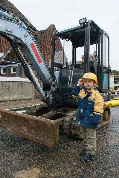 Construction Site「Boy standing near mini digger」:写真・画像(9)[壁紙.com]