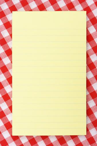 タータンチェック「黄色ノートパッドでピクニックテーブル」:スマホ壁紙(5)