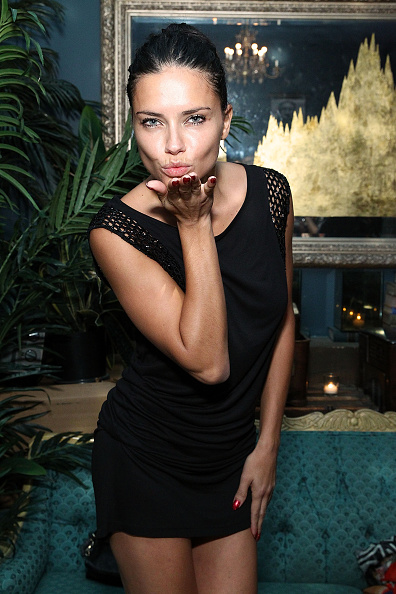Blowing a Kiss「Society Hosts Fundraiser For English In Mind Institute In New York City」:写真・画像(3)[壁紙.com]