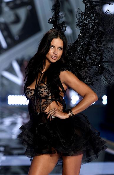 アドリアナ・リマ「2014 Victoria's Secret Fashion Show - Show」:写真・画像(16)[壁紙.com]