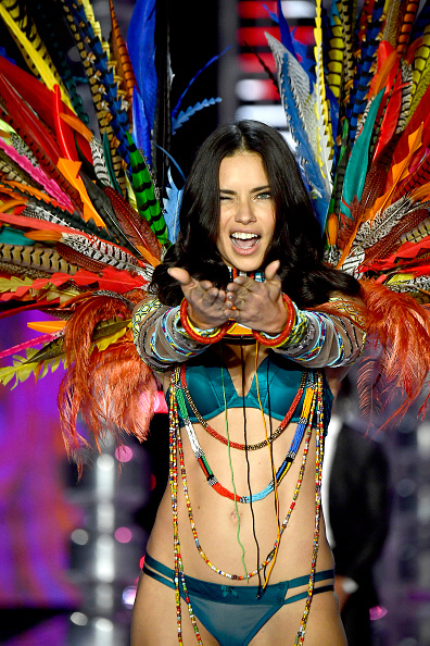 Adriana Lima「2017 Victoria's Secret Fashion Show In Shanghai - Show」:写真・画像(6)[壁紙.com]