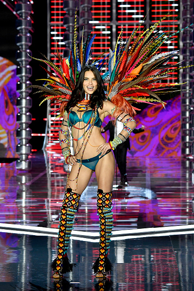 Adriana Lima「2017 Victoria's Secret Fashion Show In Shanghai - Show」:写真・画像(10)[壁紙.com]